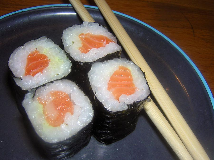 recette du maki au saumon recette sushi avec maki sushi. Black Bedroom Furniture Sets. Home Design Ideas