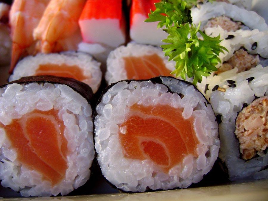 recette du maki au saumon recette sushi avec maki sushi. Black Bedroom Furniture Sets. Home Design Ideas