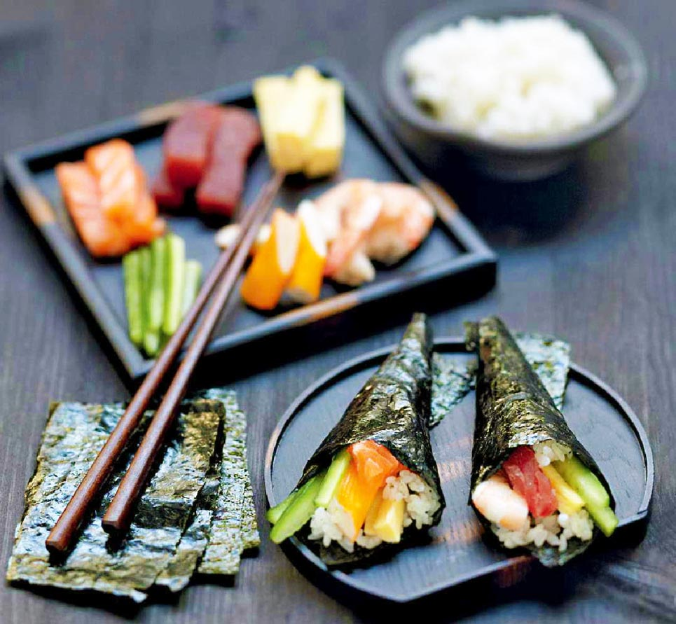 Temaki légumes frais, bâtonnets de crabe et saumon